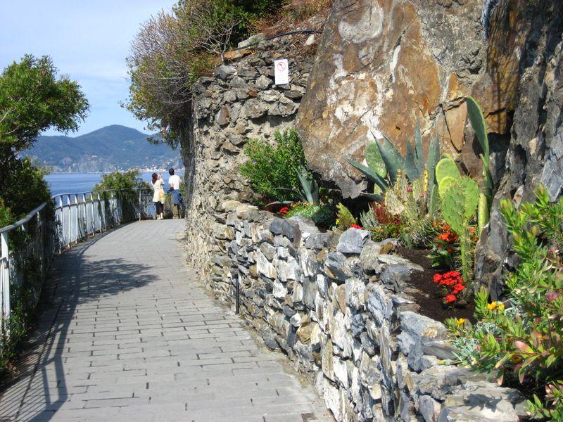 Via dell'Amore from Manarola to Riomaggiore