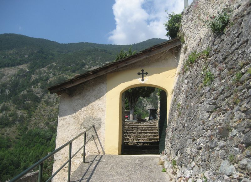 Hilltop Cemetery in Tende