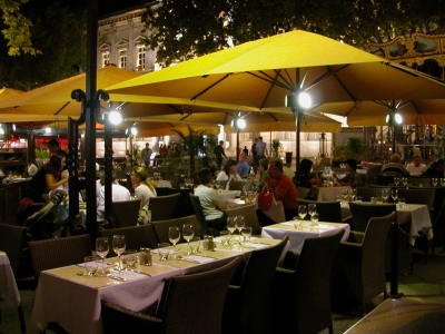 Café Life in Avignon
