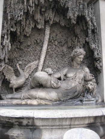 The Goddess Juno is 1/4 of the Four Fountains in Rome