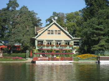 Restaurant Le Châlet des Îles in Bois de Boulogne with the ferry sitting in front - it almost looks like part of the restaurant