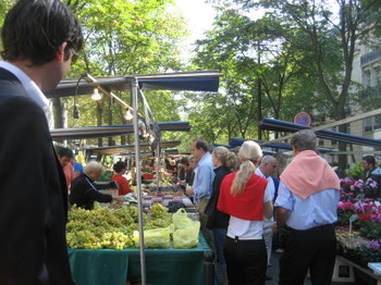 Shopping at the Président Wilson Market in the 16th for a pique-nique in the Park