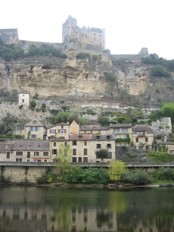 Château de Beynac from our picnic spot just across the Dordogne River