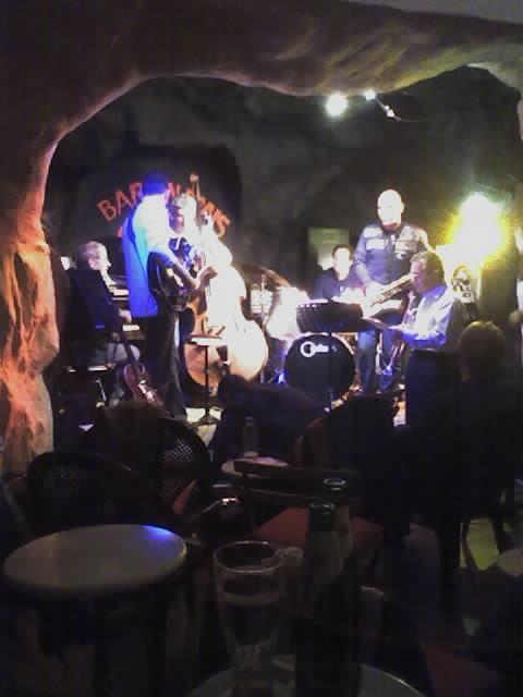 Hank Nobra (a.k.a. Heinz Oberhänsli) jamming at the Bar en Biais in Antibes