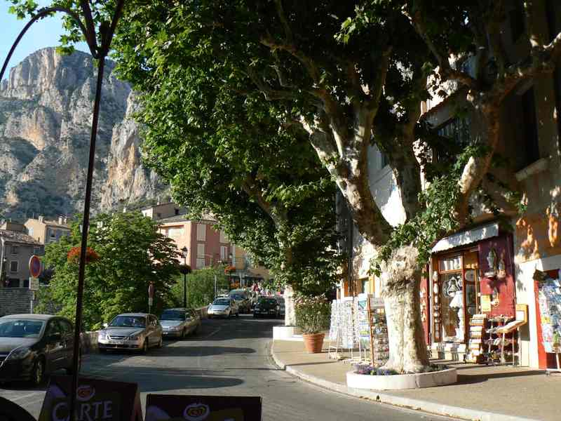 Faïence shops in the village of Moustiers-Sainte-Marie