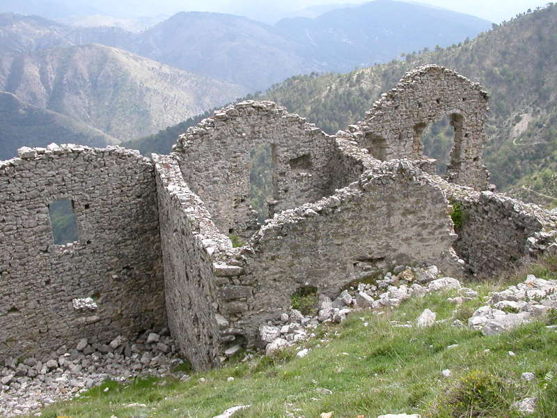 The abandoned ruins of Rocca-Sparvièra