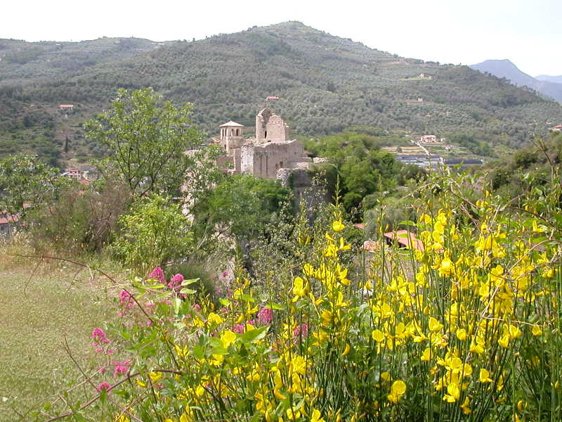 Hiking above the 15th-century castle in Dolceacqua