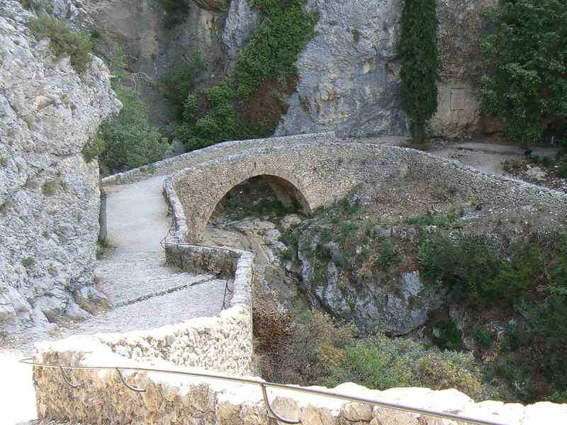 Stone bridge near La Chapelle Notre-Dame de Beauvoir