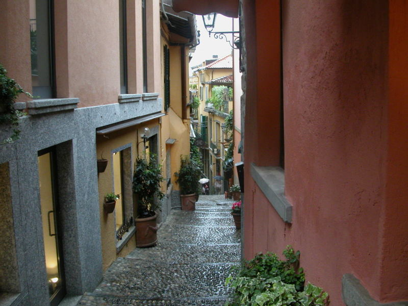 A wet cobbled street in Bellagio